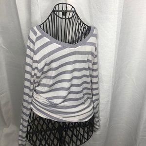 Stripped v-neck long sleeve sweater
